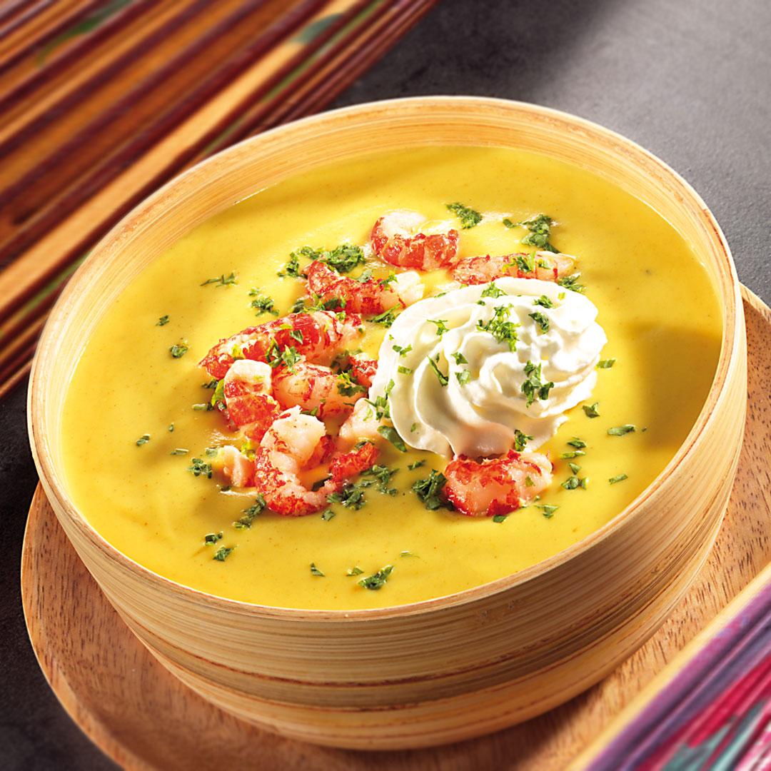 Curry-Kokos-Suppe mit gebratenen Flusskrebsen